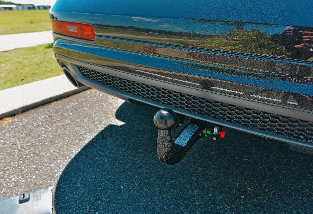 Je auto heeft een afneembare trekhaak. mag je nu zó zonder aanhangwagen gaan rijden?
