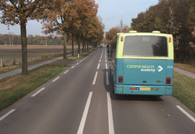 Wat is de maximum-snelheid van een autobus (géén t100-bus) op deze weg?