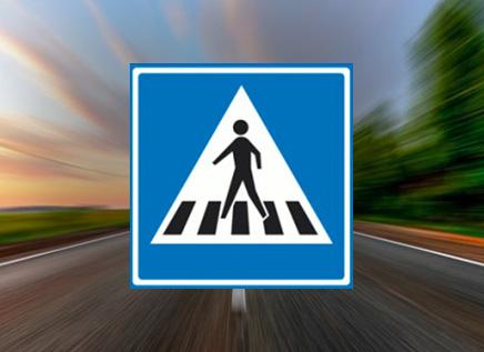 Waar mag je niet stilstaan bij een voetgangersoversteekplaats (zebrapad)?