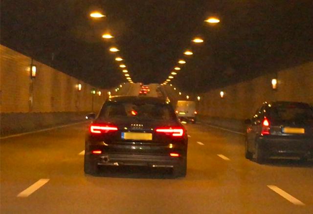 U rijdt een tunnel in, welk voor licht zet je aan?