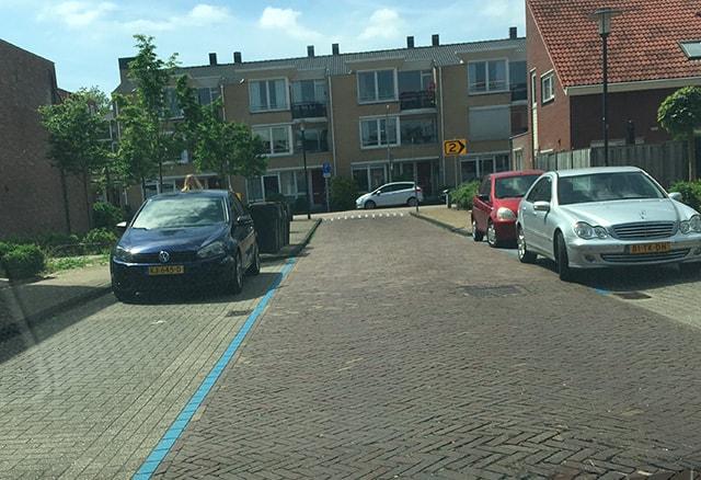 Mag ik parkeren achter de blauwe streep?