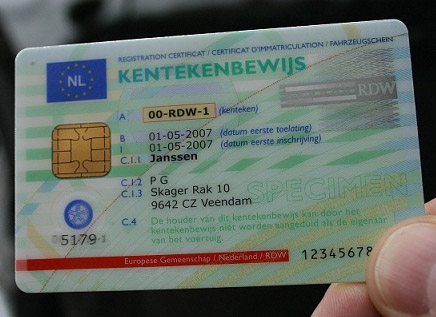Je voertuig heeft een kentekencard. welke gegevens staan daar op?