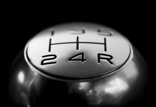 Auto's naast je moeten invoegen op jouw rijbaan. je moet gaan ritsen. hoeveel bestuurders laat je invoegen?